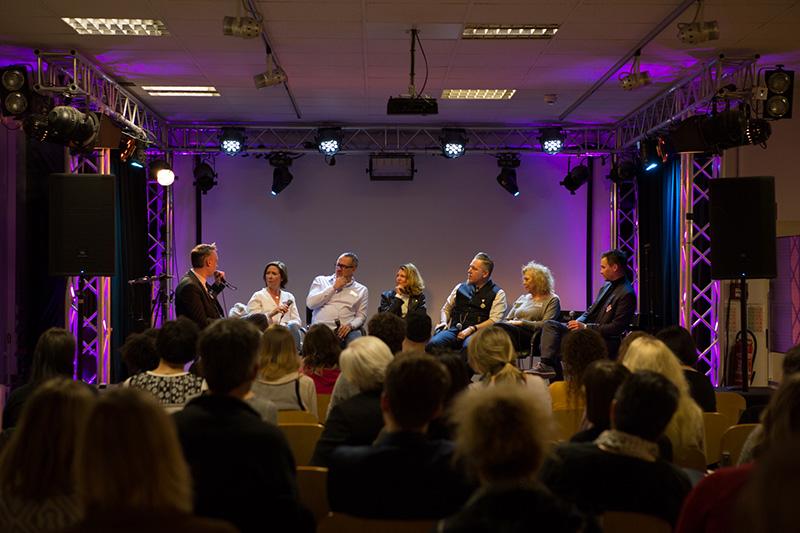 symposium-podium-1_kl